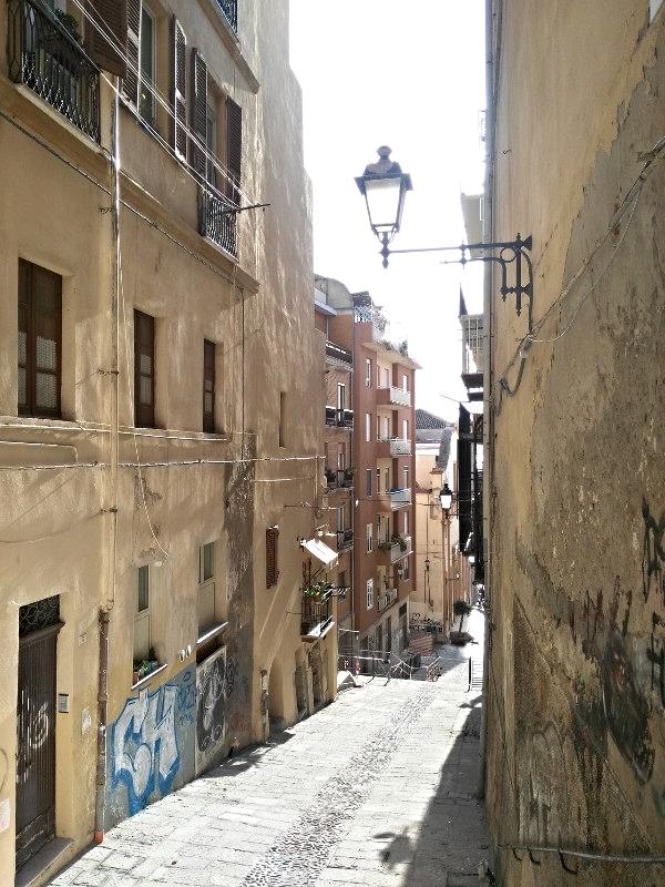 Strade e vicoli di Cagliari in Sardegna