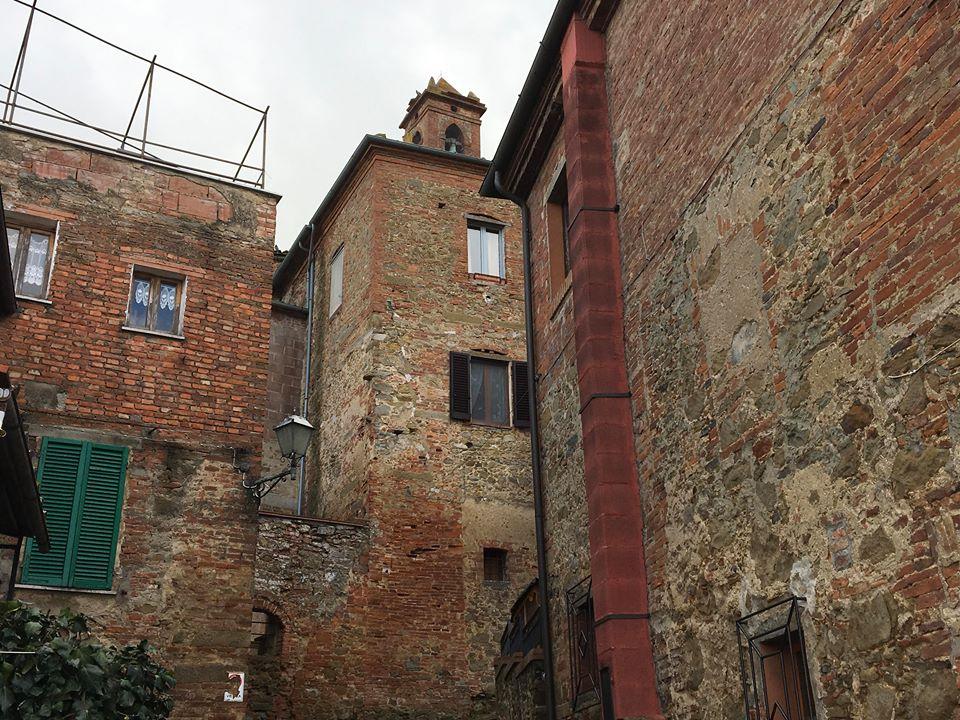 Case e mura in pietra a Sinalunga