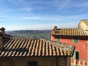 Case colorate e colline di Montepulciano